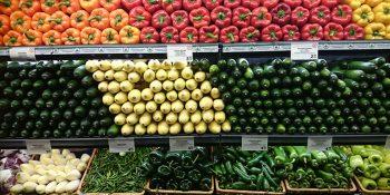 Obst und Gemüse in Supermarkt